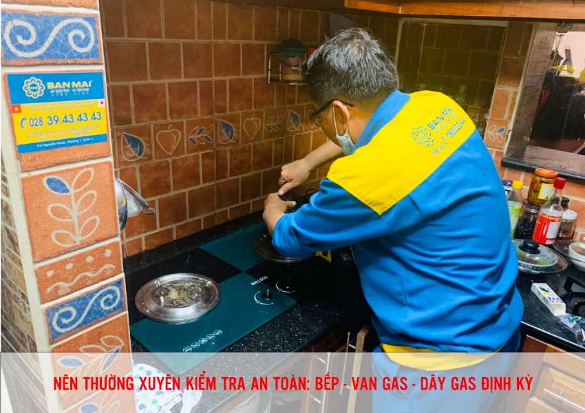Thường xuyên kiểm tra bếp - van gas và dây gas