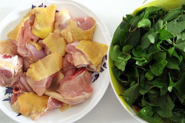 Nguyên liệu làm gà nấu lá giang rất đơn giản